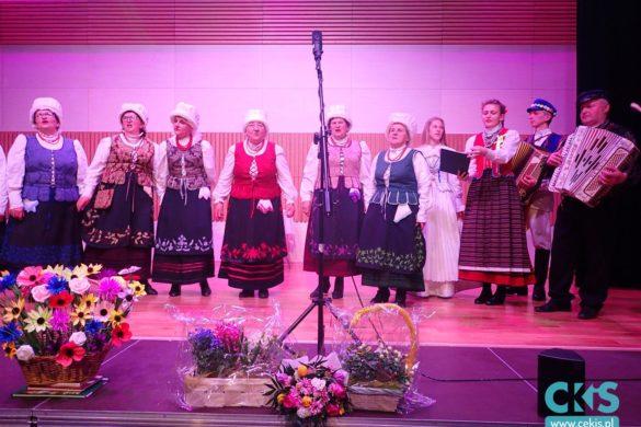 """Relacja Zespół folklorystyczny """"Ustronie"""" na """"FOLKOBRANIU"""" wKozienicach"""