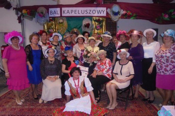 """Relacja Bal kapeluszowy wklubie seniora """"Ustronie"""""""