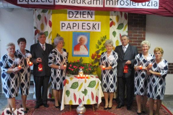 """Relacja Dzień Papieski wklubie seniora """"Ustronie"""""""