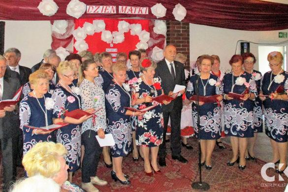 Relacja Klub Seniora Ustronie: Dzień Matki