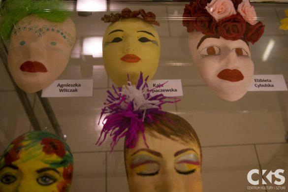 Relacja Wystawa zbiorowa masek ceramicznych: Pięćdziesiąt twarzy kobiet