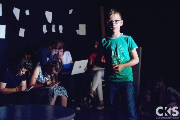 """Relacja Spektakl Grupy Com.pl.ex -""""Teatr Odtrąconych poetów"""""""